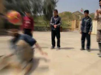 حرکات نمایشی یک جهادگر در مناطق سیل زده